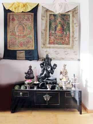 Meditationsraum einrichten Altar